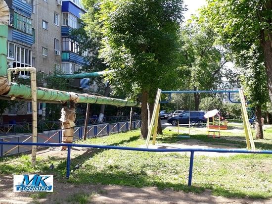 В Оренбурге с  теплотрасс  стекловата сыплется  на детскую площадку