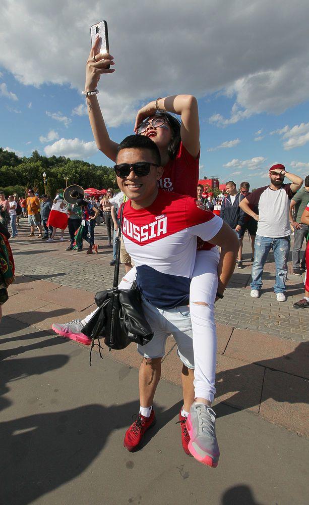Фан-зона после матча Португалия - Марокко: кадры радости и скорби