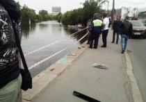 Водитель смог выбраться из утонувшей в Охте машины