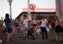 Болельщики в волгоградской фан-зоне станцевали под «Комбо-джаз-бенд»