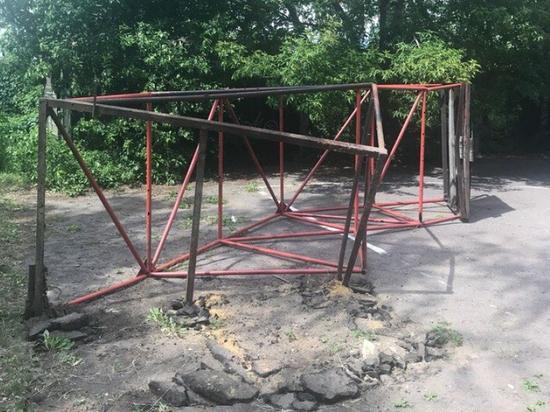 В Мичуринске вандалы разрушили стритбольную площадку