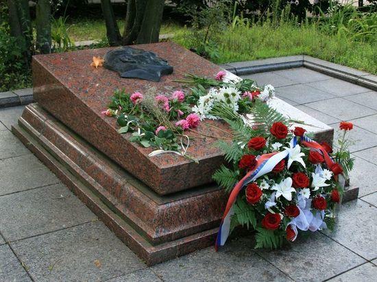 В осквернении могилы разведчика Николая Кузнецова признались львовские праворадикалы