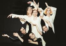 На Другой сцене «Современника» — премьера: «Сказка на ночь», пластический спектакль-заговор, разыгранный на трех актрис