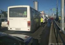 В Самаре столкнулись машина скорой помощи, маршрутка и автобус