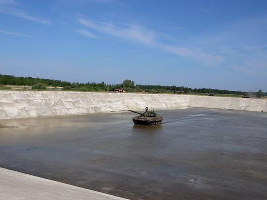 В Омске испытывают самый большой в России танковый вододром