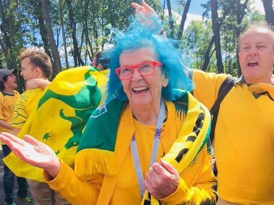Самару посетила 70-летняя болельщица из Австралии