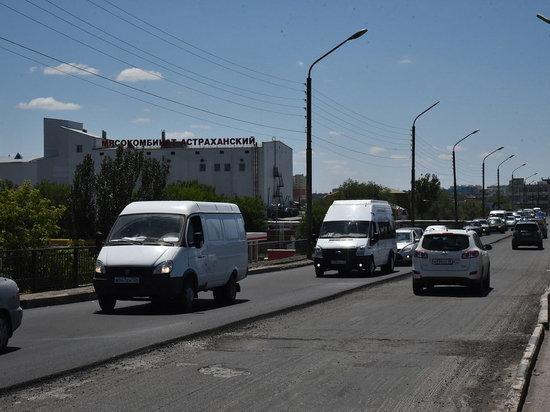 В Астрахани ремонтируют мост около Мясокомбината