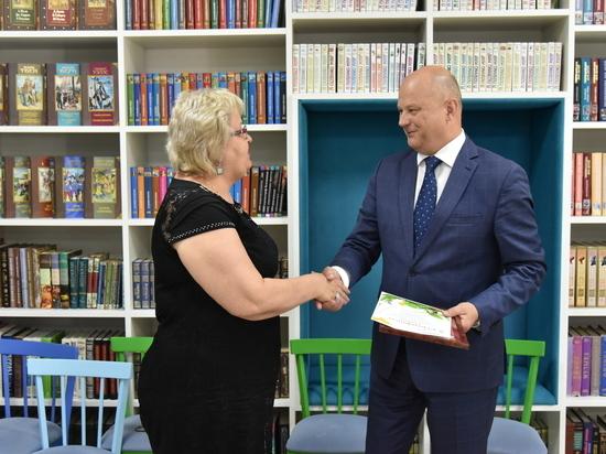 Олег Полумордвинов вручил образовательным учреждениям гранты на благоустройство