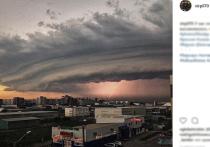 В субботу, 23 июня, на Барнаул обрушился мощнейший ураган, принесший в город многочисленные разрушения