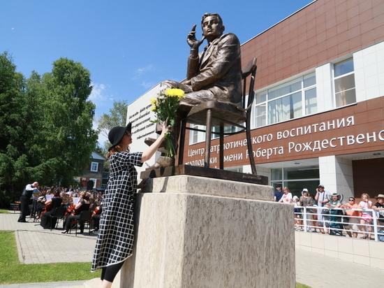 В Алтайском крае торжественно открыли памятник Роберту Рождественскому