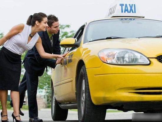 Владельцы такси смогут оформить разрешение на перевозку пассажиров через портал Госуслуг
