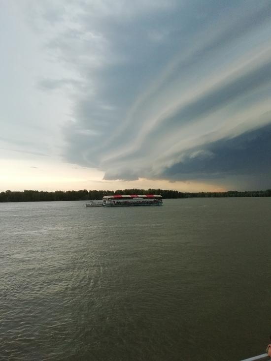 В Барнауле шторм унес прогулочную веранду «Баракуда» вместе с людьми