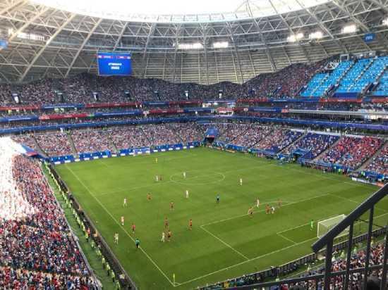Поле «Самары Арены» частично накрыли тканью перед матчем Россия – Уругвай