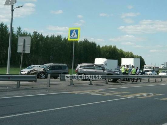 В Ульяновске столкнулись иномарка и «Лада Ларгус»