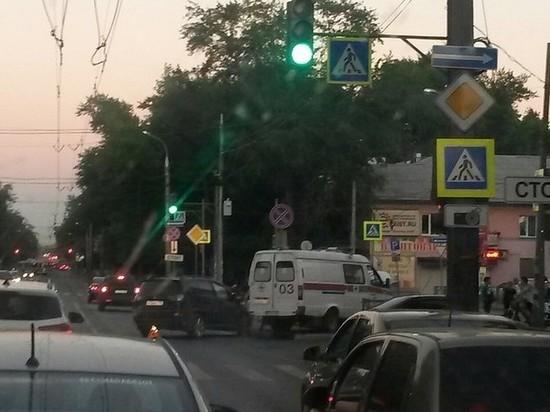 В Самаре столкнулись машина скорой помощи и легковушка
