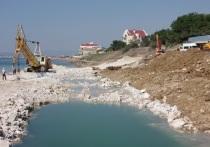 Укрощают море: в Приморском провели спецоперацию по укреплению берега