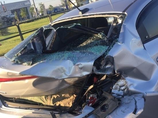 В Самаре на Южном шоссе столкнулись грузовик и легковушка