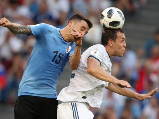 Реакция соцсетей на проигрыш России Уругваю: