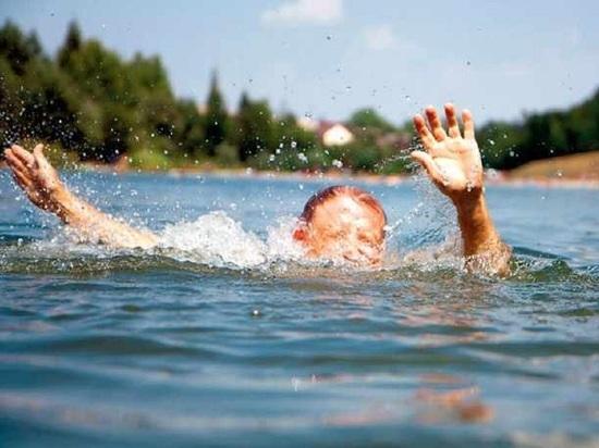 В Коряжме в воде погибла школьница и пытавшийся её спасти очевидец