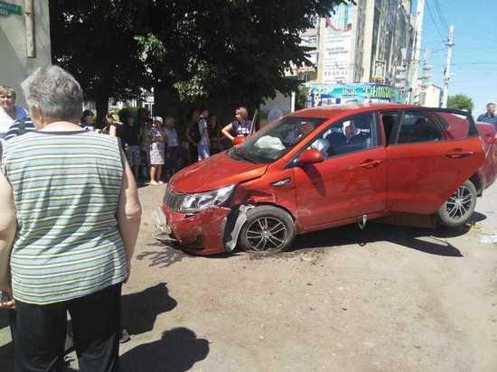 В центре Тамбова иномарка вылетела на тротуар и сбила пешехода