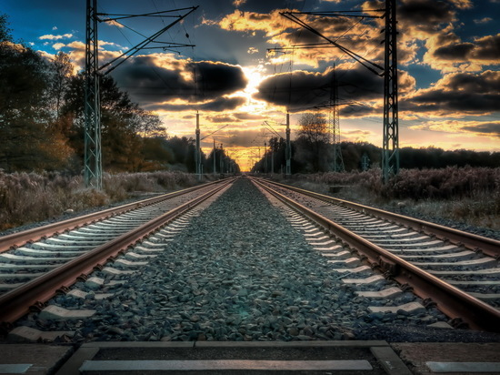 В Самаре под поезд попала женщина