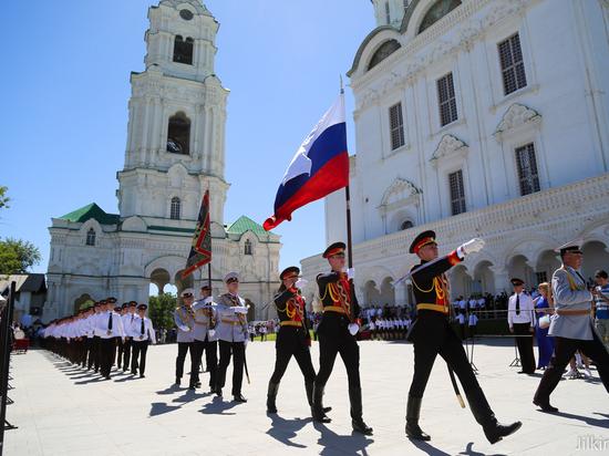 В Астрахани выпустились 49 суворовцев