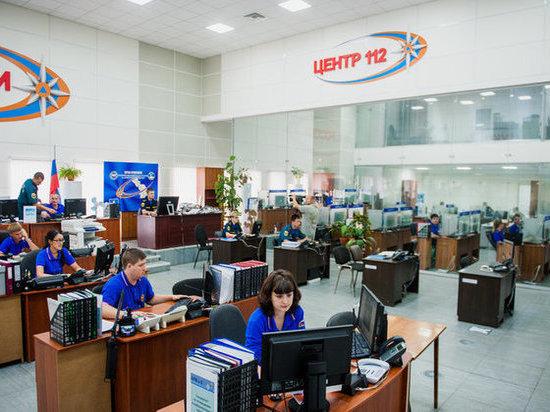 В Икрянинском районе пожарные час тушили хозпостройку