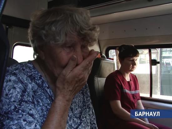 77-летнюю пенсионерку насильно удерживали в автобусе в Барнауле