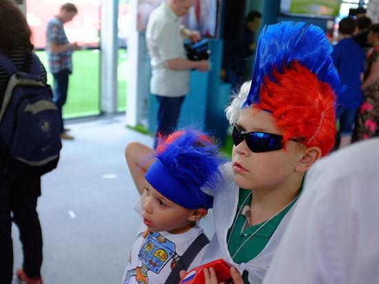 «Крутые пандусы, мало лимонада»: как встречает Москва болельщиков с детьми