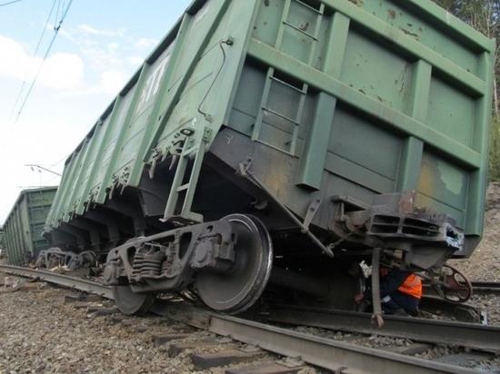 Два грузовых вагона сошли с рельсов на подъезде к «Кроностар»