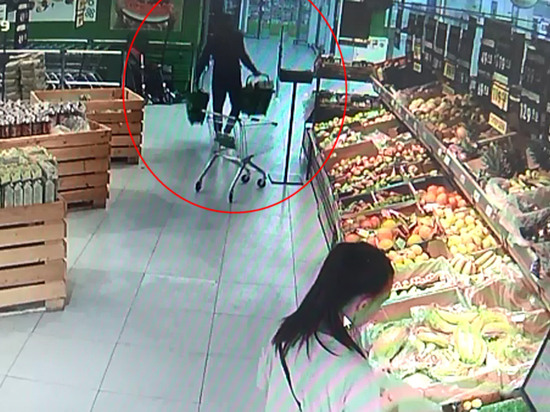 Злоумышленник украл дорогой алкоголь из магазина ради сборной России