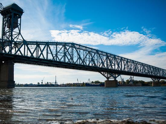 В Астрахани ночью разведут Старый мост