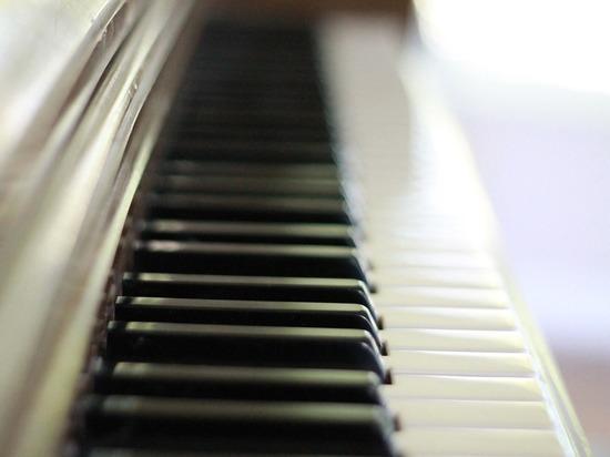 Игра на пианино помогает выучить иностранные языки, заявили ученые