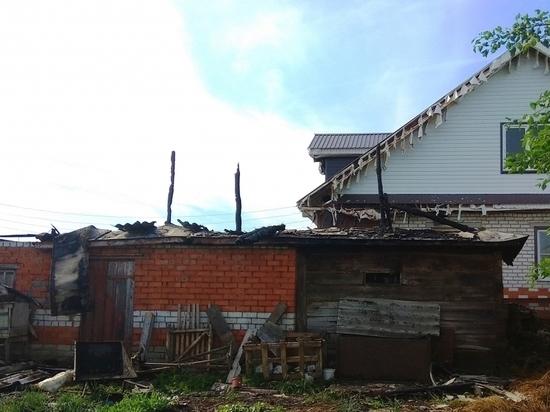 В Чувашии разряд молнии уничтожил хозяйственные постройки