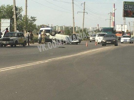 В Астрахани у моста столкнулись машины
