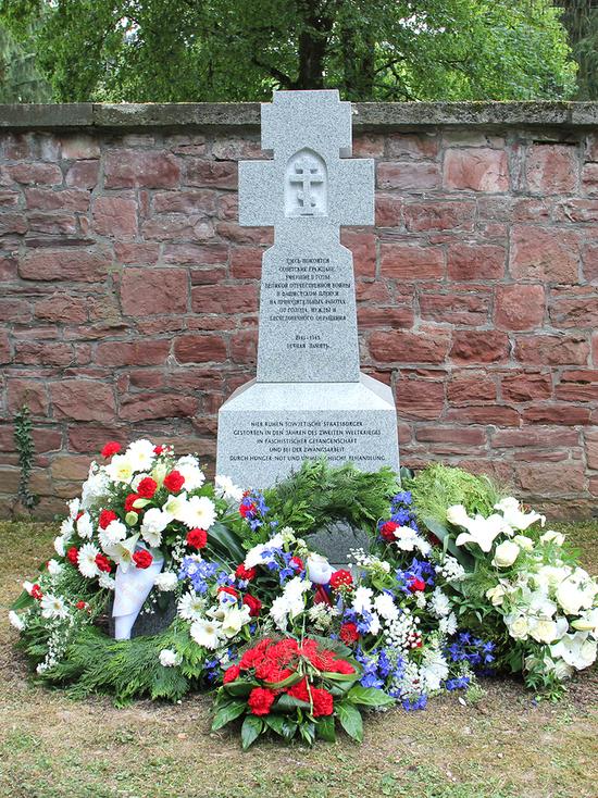 «Но помнит мир спасенный...»: во Франкфурте открыли памятник советским военнопленным и жертвам трудовых лагерей.