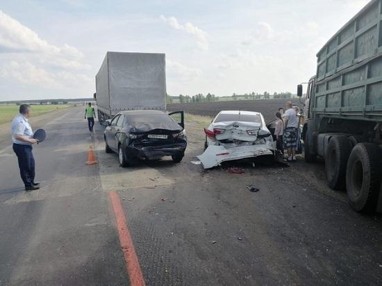 Под Тамбовом грузовик протаранил восемь автомобилей: есть пострадавшие