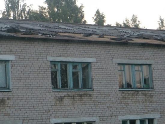 У школы под Котласом снесло крышу