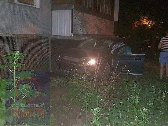 В Тольятти иномарка врезалась в дом