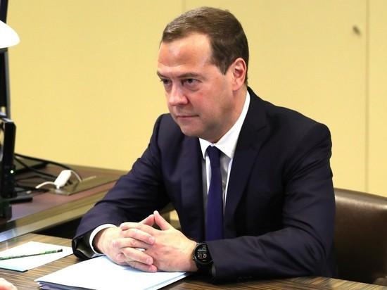 Россия усиливает торговую войну с США: заявление Медведева