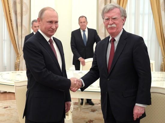 Болтон в среду побывал в Кремле