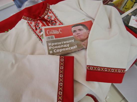 Криштиану Роналду подарили рубашку с мордовскими узорами