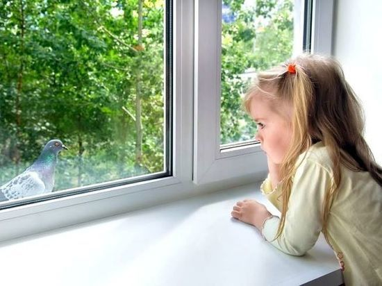 Пятилетний ребенок выпал из окна в Тольятти