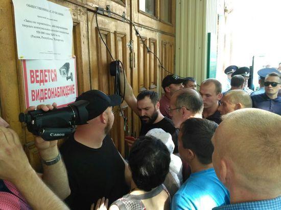 В селе Осиново людей не пускают на публичные слушания по мусоросжигательному заводу