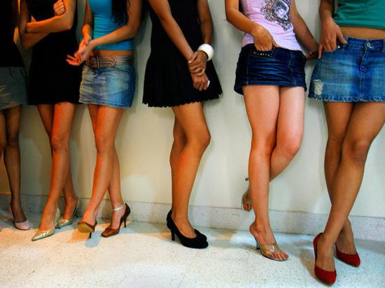 Глава омского депобразования раскритиковала нравственность учителей в коротких юбках