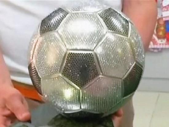 В Саранске можно купить сувенирный мяч за 150 тысяч рублей