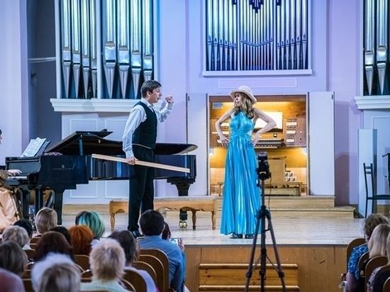 Опера Моцарта была сыграна под орган и клавесин