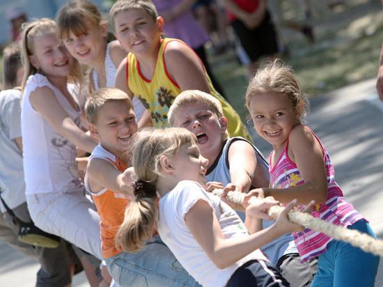 Что должны знать родители о требованиях к безопасности детского отдыха?