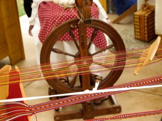 Выставка прялок и веретена проходит в Сургуте
