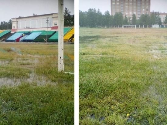 Дождь превратил центральный стадион Архангельска в болото